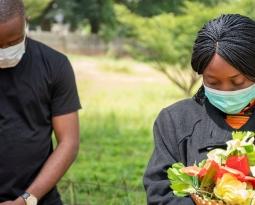 S'adapter aux besoins des gens pour permettre un deuil sain en temps de pandémie